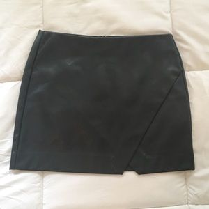Blank NYC black faux leather mini skirt 25